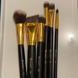 BH COSMETIC BRUSHES